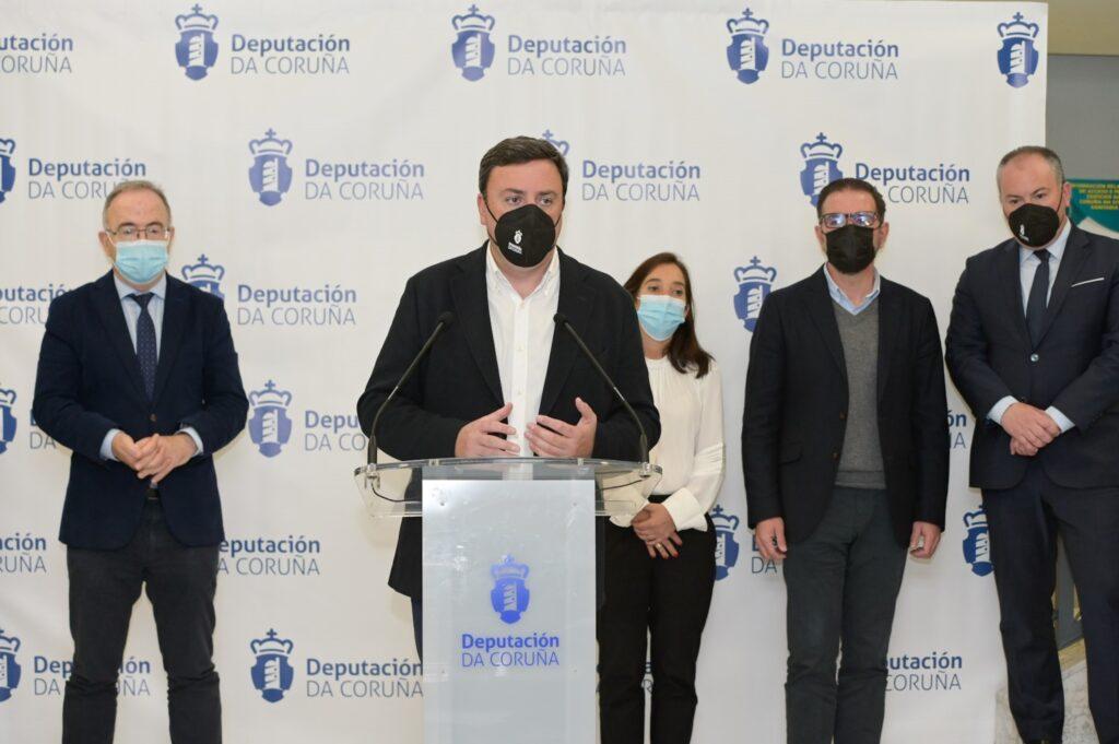 Valentín González Formoso presentou o plan de axudas cos alcaldes da Coruña, Santiago e Ferrol